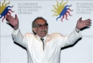 el-escritor-colombiano-y-premio-nobel-de-literatura-gabriel-garcia-marquez-saluda-hoy-al-publico-durante-la-ceremonia-de-in$599x0